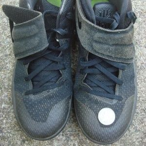 Nike shoes black kid's size 6Y Velcro skate skater